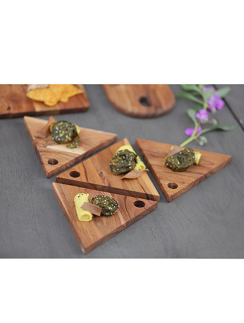 Triangle Brown Handcrafted Acacia Wood Platters (Set of 4) (7in x 3.5in)