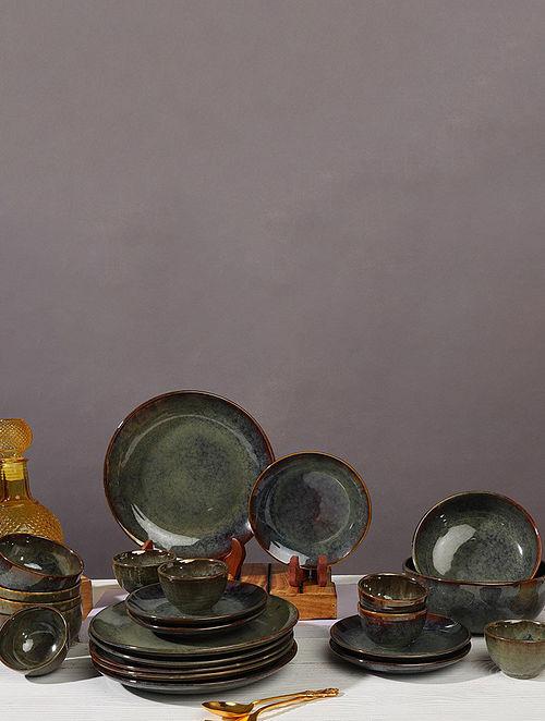 Forest Green Ceramic Handmade Navhara Dinnerware Set (Set Of 16)