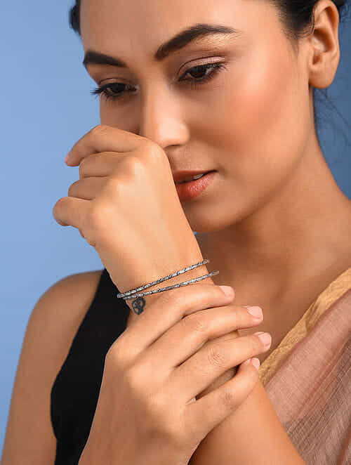 Tribal Silver Bangles (Set of 2) (Size: 2/4)