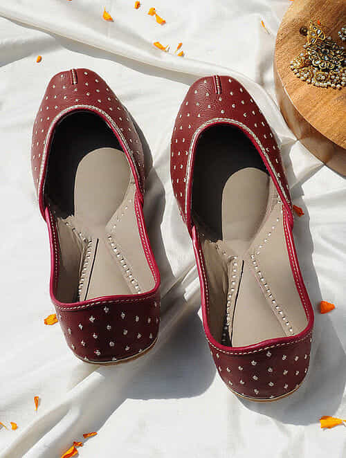 Maroon Handcrafted Leather Juttis