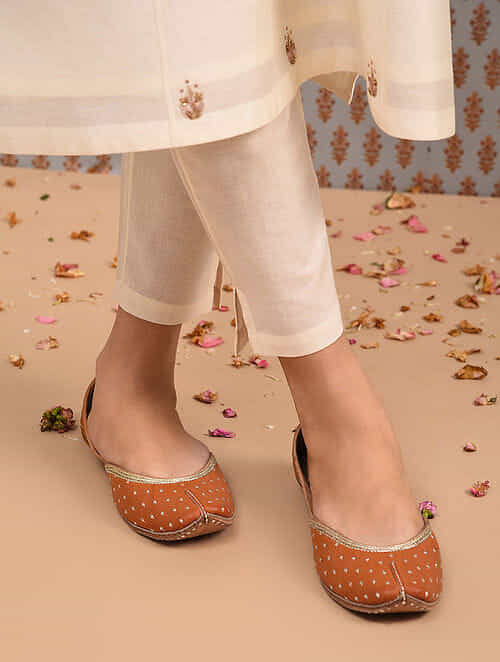 Tan Handcrafted Leather Juttis