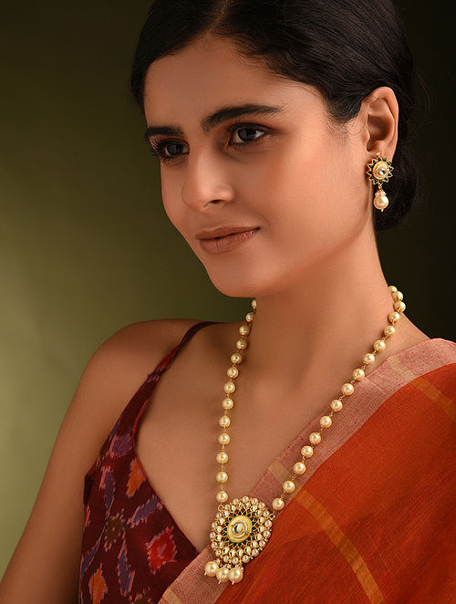 Green White Gold Tone Kundan Necklace And Earrings With Pearls