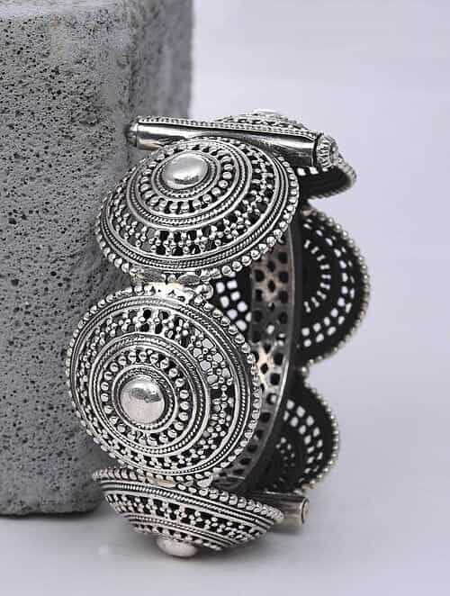 Tribal Silver Hinged Bangle (Size: 2/3)