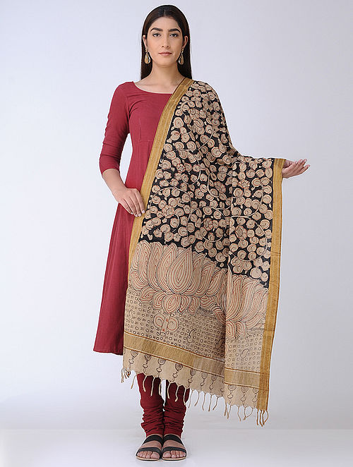 59eecac0758716 Beige-Black Hand-painted Kalamkari Cotton Dupatta with Zari Border
