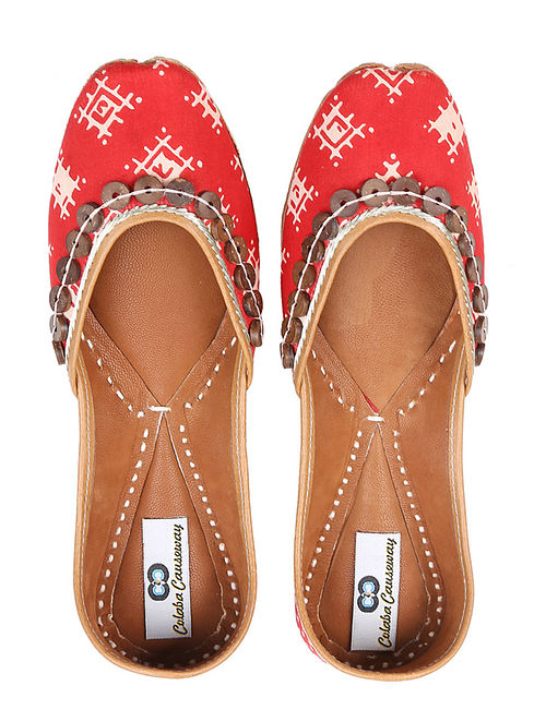 Red White Handcrafted Ikat Leather Juttis