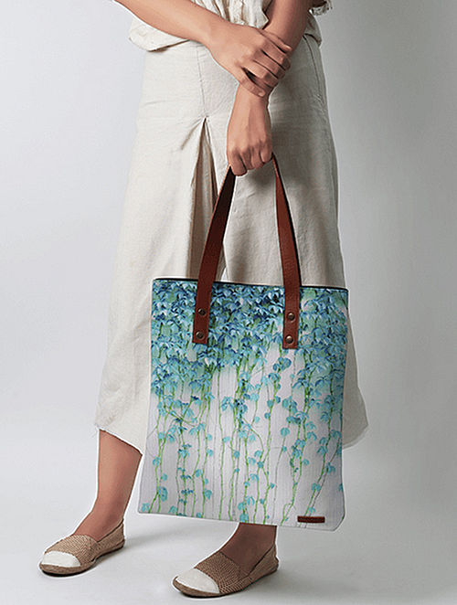 Ivory-Blue Floral Print Tote bag