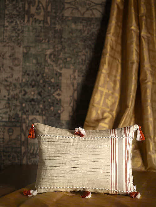 Mandolin Off White Cotton and Linen Cushion Cover with Tassels (19.5in x 14in)