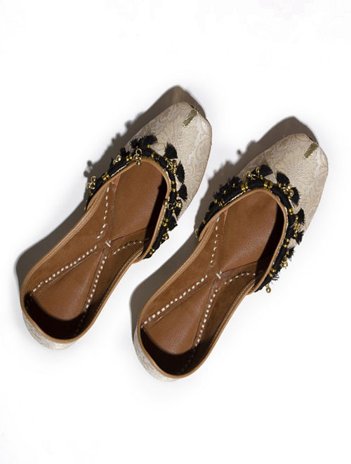 Ivory Handcrafted Leather Jutti