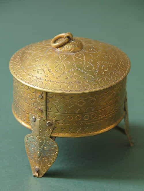Handcrafted Brass Mukhwas Dabbi (Dia:9cm, H:10cm )