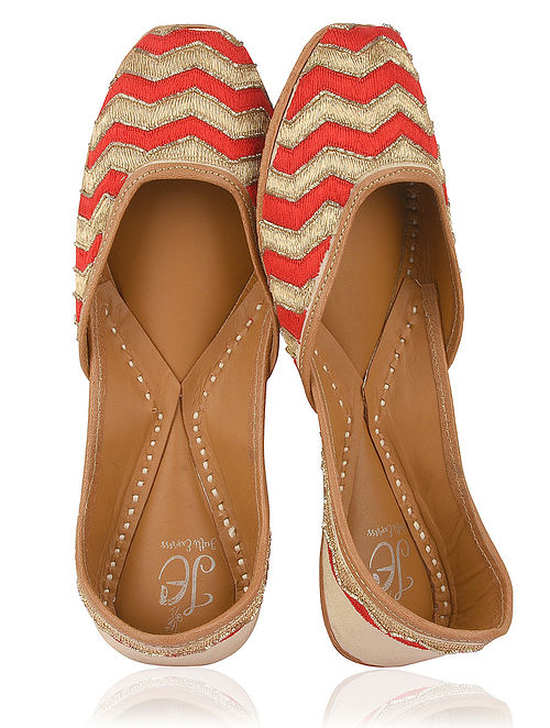 Red-Gold Embroidered Silk Juttis