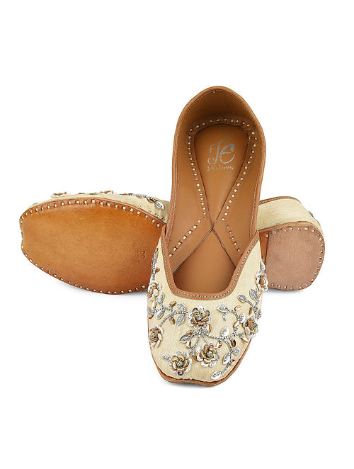 Cream Gold Handcrafted Leather Juttis