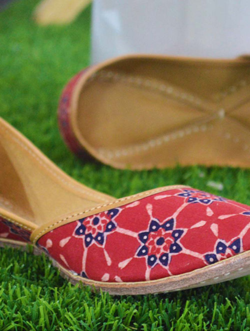 Red-Blue Handcrafted Leather Juttis