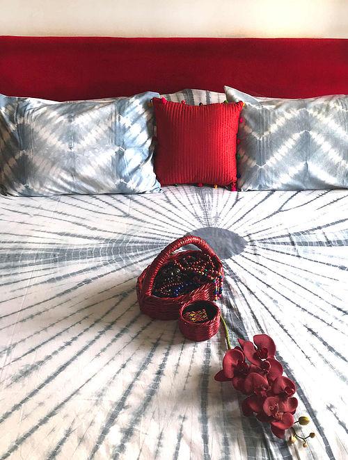 Jiara Shibori Grey and White Cotton Bedsheet Set (Set of 3)