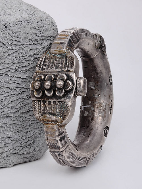 Vintage Silver Hinged Bangle (Size: 2/5)