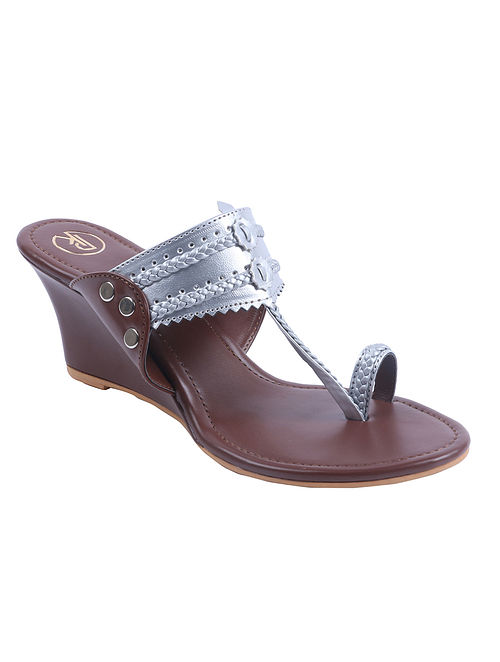 Silver Brown Handcrafted Leather Kolhapuri Wedges