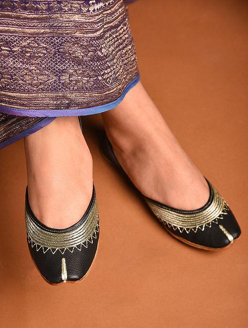 Black Handcrafted Tilla Inspired Leather Juttis