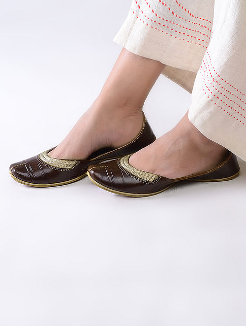 Cherry Brown Handcrafted Leather Juttis with Tilla Embroidery