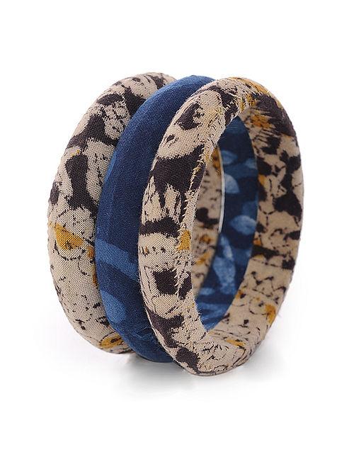 Beige-Indigo Kalamkari-printed Cotton Fabric Bangles (Set of 3) (Bange Size -2/4)