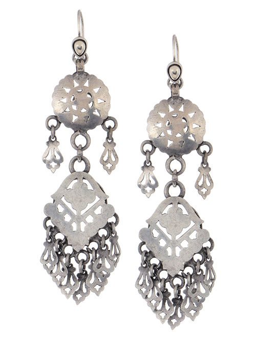 amrapali eer t silver jaali earrings pearl chand