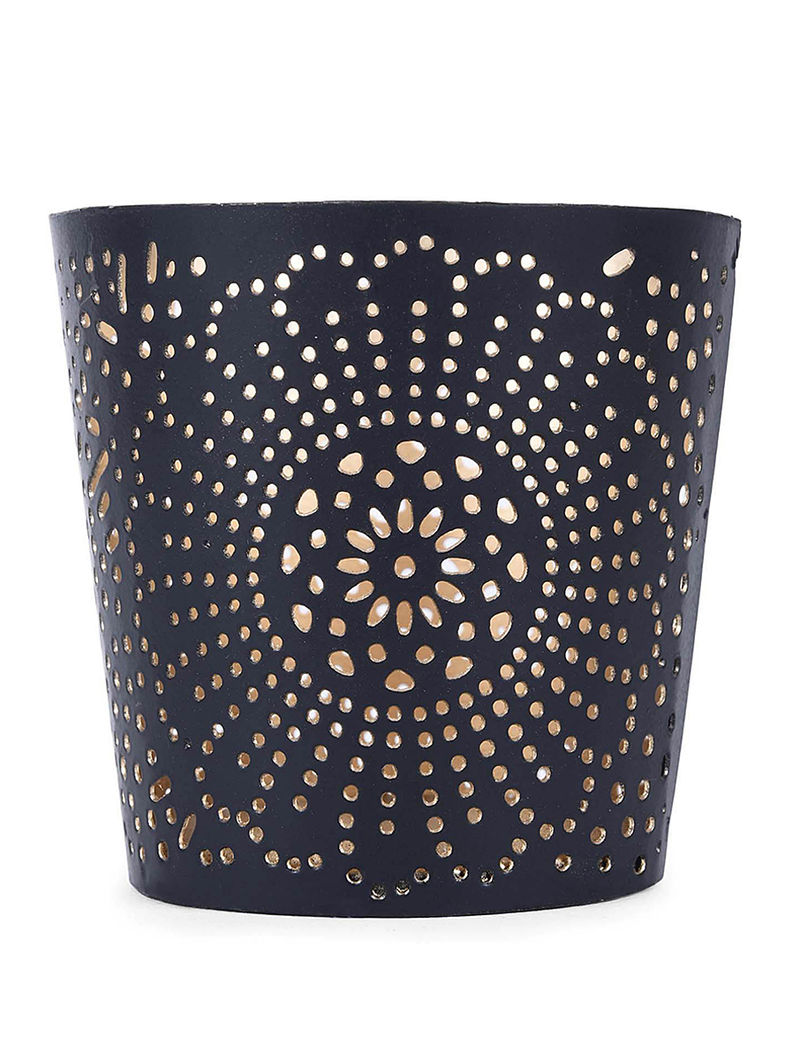 Black Iron Tea Light Holder with Floral Design (H:3.1in, Dia:3.1in)