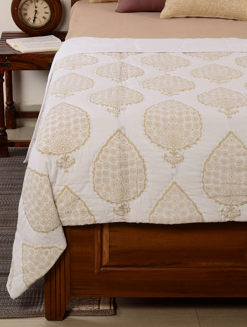 Leaf-Floral White-Beige Quilt 104in x 98in